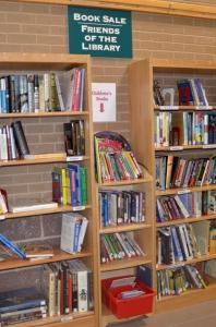Міні-розпродаж книг у місцевій бібліотеці